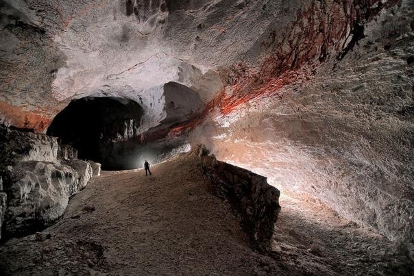 Потрясающие фотографии пещер Есть фотографы, которые специализируются на одной теме. Им удается так досконально изучить ее, что снимки привлекают внимание даже тех, кто к этой теме абсолютно