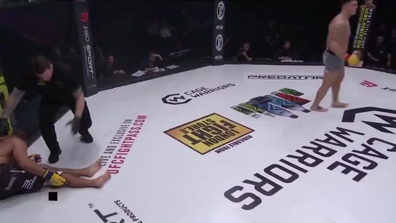 Cage Warriors CW101 Софьян Бухиш сломал ногу пробивая лоу кик и проиграл бой техническим нокаутом