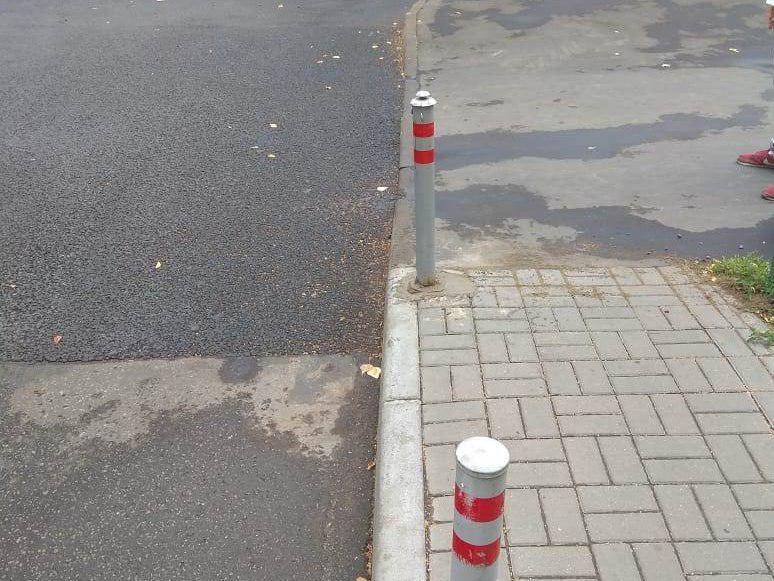 Ограничительный столб привели в порядок во дворе на Череповецкой