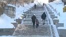 Бийчане жалуются на гололёд на городской лестнице (Будни, 14.01.19г., Бийское телевидение)
