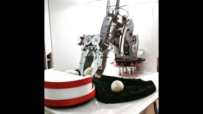 D3-3d.ru Инкубатор с яйцами динозавра. Робот, робототехника