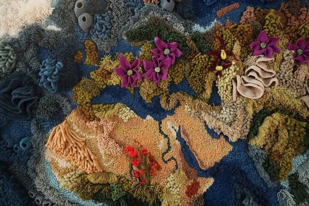 520 часов ушло у художницы на изготовление карты мира в виде гигантского гобелена