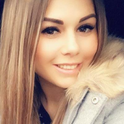 Анюта Аджиева