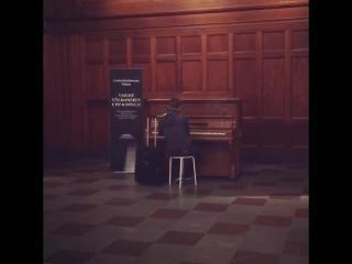 Пианино на вокзале в Гётеборге: любой может сыграть