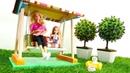 Barbie muñecas descansan en jardín Vídeos para niñas
