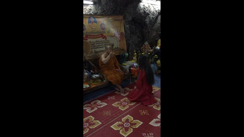 В пещере монаха отшельника