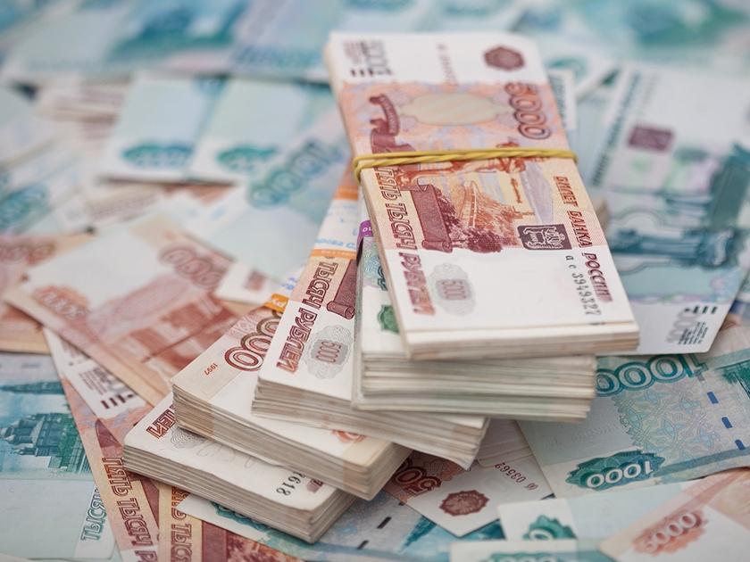 Екатеринбуржец прописал у себя 9000 мигрантов и заработал 14 млн рублей