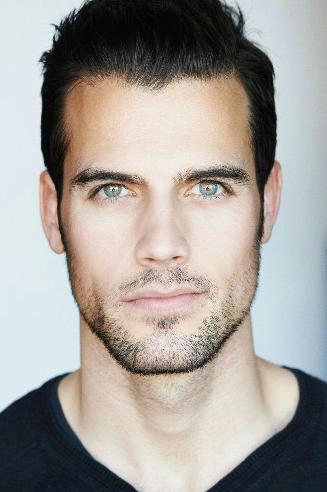 его правильные черты лица у мужчин фото отличается избирательным