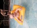 Карина резвится в аквапаркеПитер