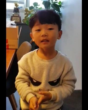 "Sujin♡오남매맘♡MOMSdiary on Instagram ""민호삼촌에게 생일축하합니다🎉 TO uncleminho happybirthday🎂 보고"