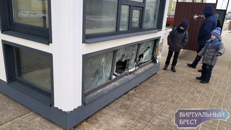 На улице Пронягина в Бресте разбили Табакерку