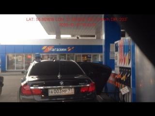 Водила крадёт бензин в канистру