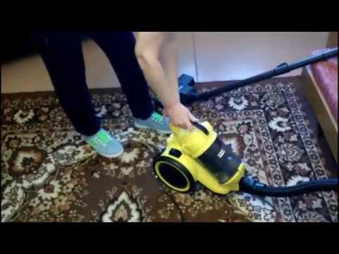 Сухая чистка ковра на дому пылесосом сухой уборки Karcher VC3 г. Донецк.