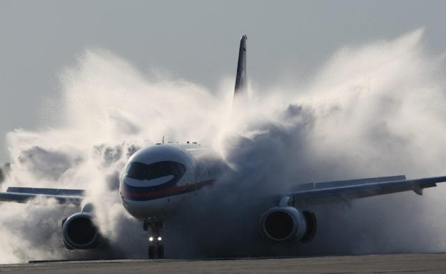 Самолет с россиянами охватило пламя: «в салоне паника и крики детей», кадры огненного ЧП