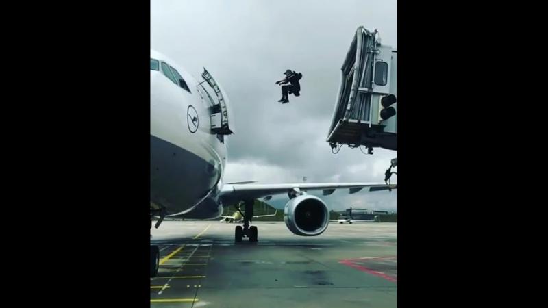 Человек-паук опаздывает на свой рейс 😂