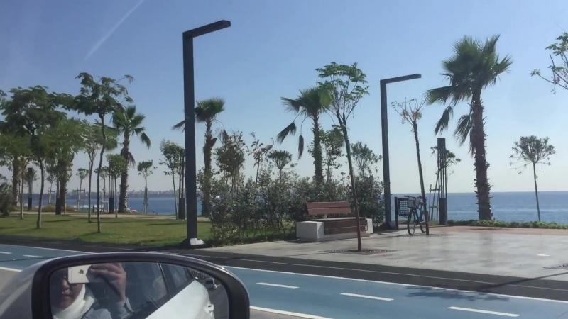 по набережной Konyaalti Plaj