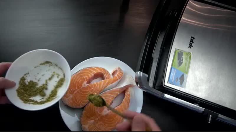 Лосось, жаренный на гриле BBK BEG2001