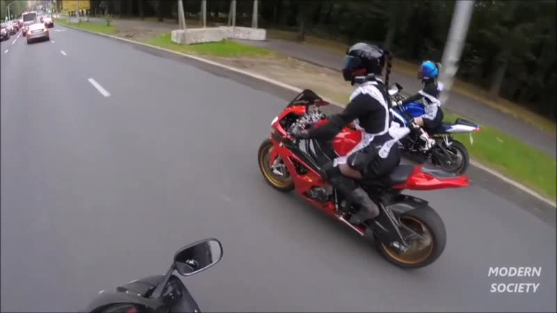 Charli XCX и Трюки на мотоциклах