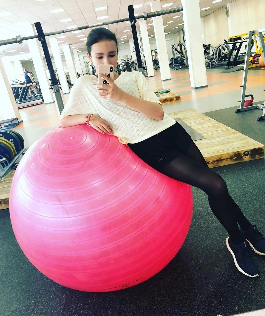 Розовый мяч Новогорска & Индивидуальный чемодан фигуриста - Страница 4 LmrADglZGsU