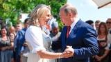 (Видео) ВЛАДИМИР ПУТИН ТАНЦУЕТ НА СВАДЬБЕ С ГЛАВОЙ МИД АВСТРИИ. Прибытие Путина на свадьбу в Австрию