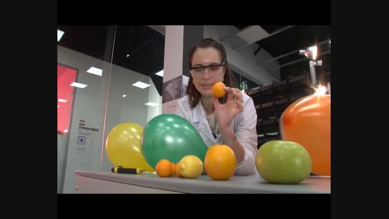 Эксперимент. Лопаем воздушный шарик при помощи апельсина