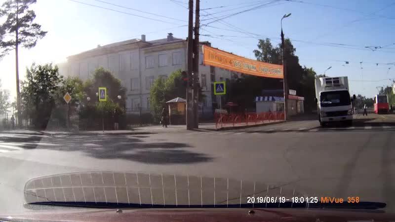 Дымит автобус
