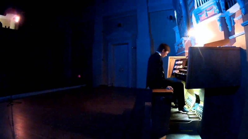 Тимур Халиуллин играет ногами на органе