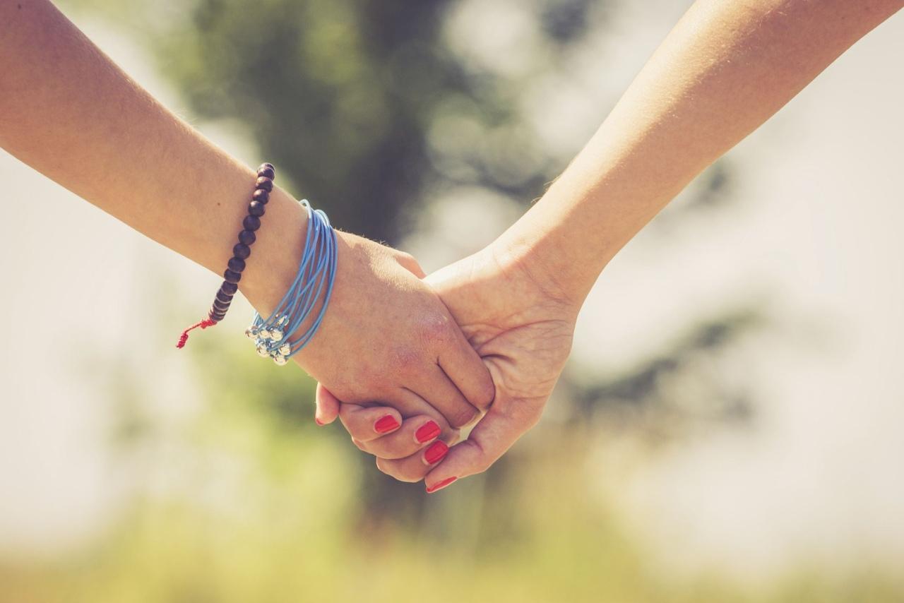 Письмо подруге о дружбе до слёз: трогательные слова подруге
