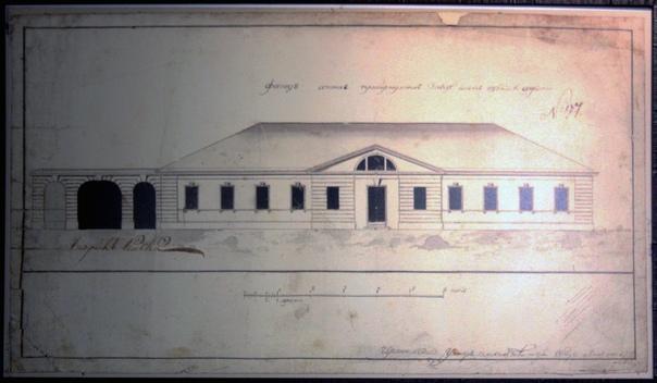 В 1844 году Я. Н. Попов — главный архитектор Колывано-Воскресенских — заводов увеличил площадь аптеки, спроектировав пристройку со стороны двора, изменил обработку главного фасада.  В 1873 году архитектор Шульдаль незначительно изменил внутренние помещения здания и построил во дворе деревянные службы.