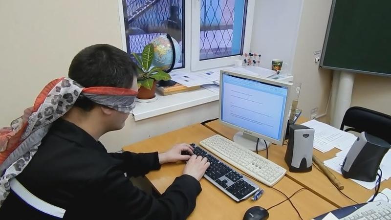 Зэки с завязанными глазами по клавишам стучали