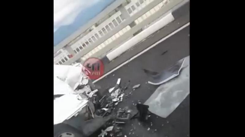 В Сочи на встречной полосе столкнулись ВАЗ и Мерседес