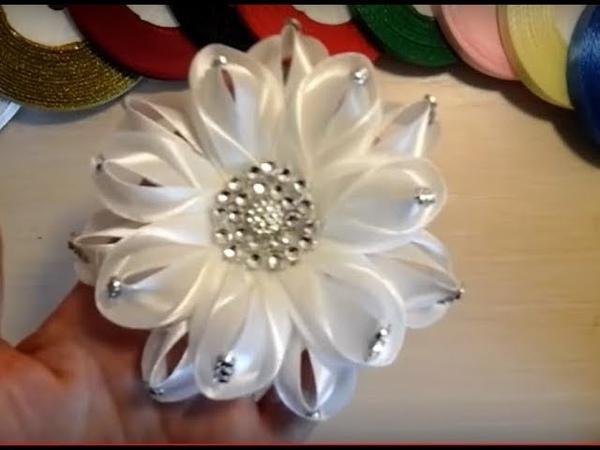 Нарядный белый бантKanzashi\bloemen gemaakt van satijnen lint decoratie