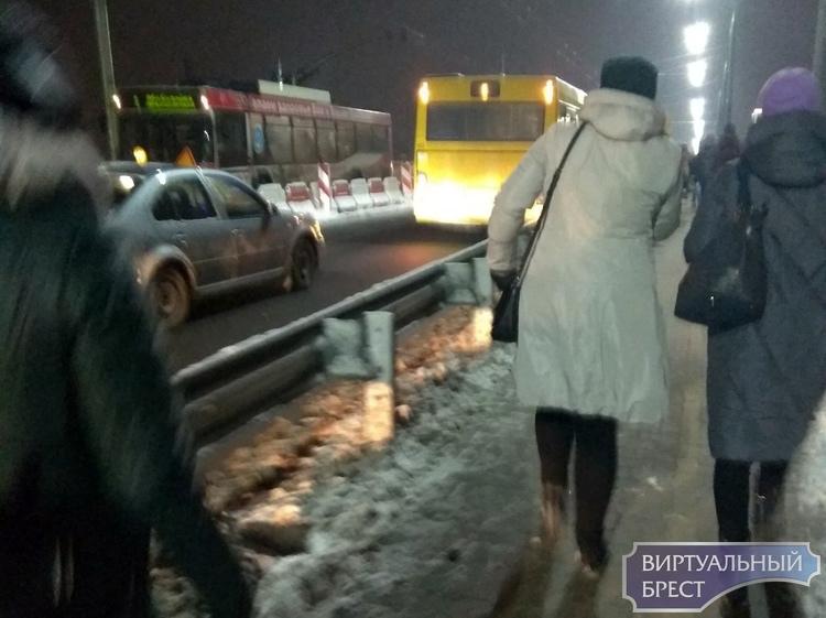 Второй раз за день на Кобринском мосту из-за ДТП останавливается движение