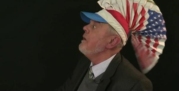 76-летний Тим Роуэтт — британский видеоблогер и популярный коллекционер игрушек, известный тем, что представляет видео о игрушках, оптических иллюзиях, новинках и головоломках на канале YouTube Grand Illusions. Роуэтт, известный также как «Тим Игрушечник»