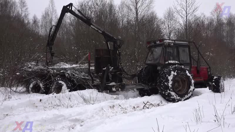 MTZ 82 Not breaking technic Were creating road wet forest trailing