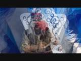 Баба Яга Ежкина помогает разобрать почту Деда Мороза