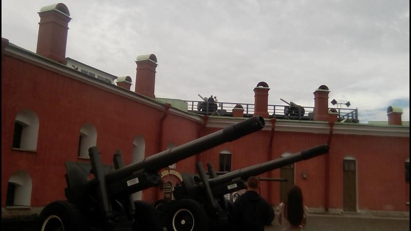 Выстрел пушки. Петропавловская крепость.