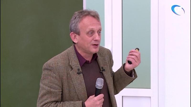 Алексей Гиппиус рассказал о найденных в этом сезоне берестяных грамотах