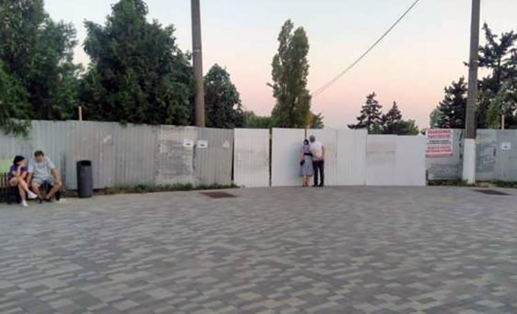 В Таганроге закрыли центральную лестницу на Приморский пляж
