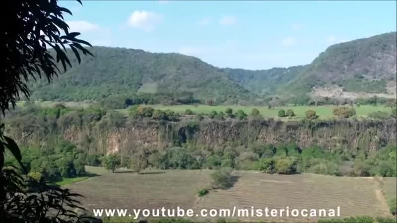 В Перу засняли очередную тварь выбравшуюся из потустороннего портала