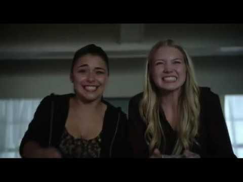Эмма и Лили пробираются в чужой дом 4x05