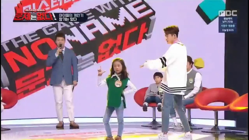 IKON B.I His Sister dancing to Twice - Heart Shaker