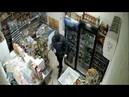 В Минеральных Водах продавщица с помощью швабры отбилась от вооруженного грабителя