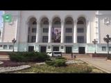 Портрет Захарченко разместили на здании Донецкой оперы, где будет проходить прощание