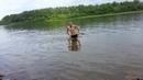 холодно но в воду залез