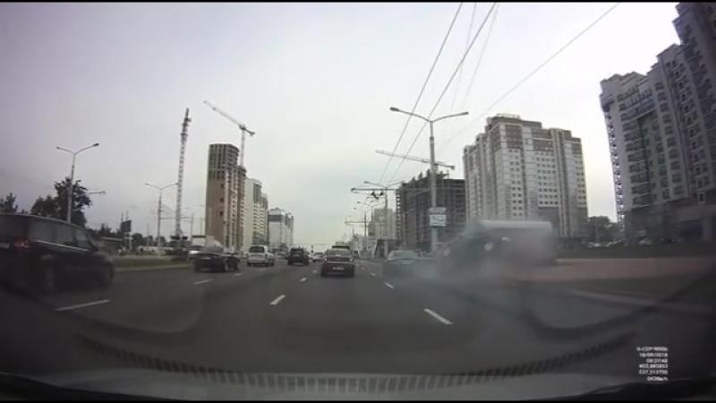Автомобиль влетел в вентшахту м Грушевка