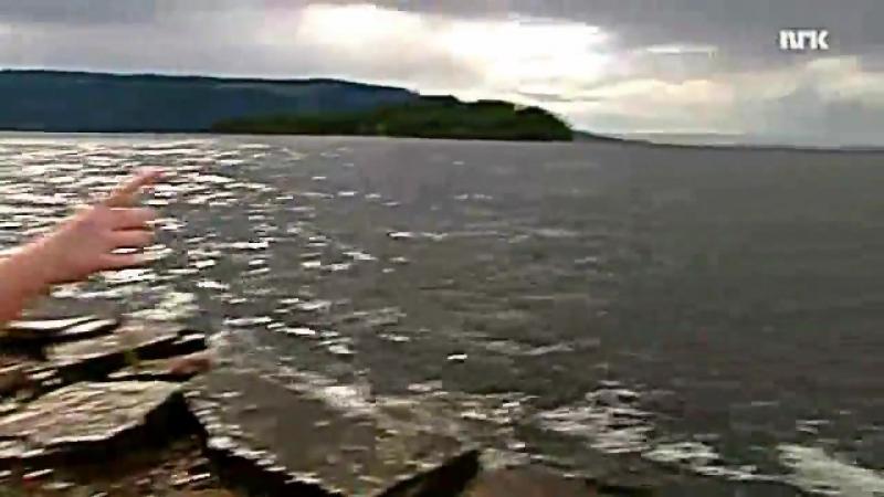 7-22-2011 BÅTEN- Den overfylte, røde gummibåten ble symbolet på kritikken mot politiet..mp4