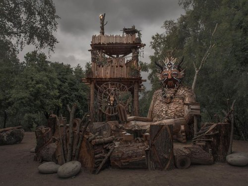 """""""Семь троллей и волшебная башня"""": лесные гиганты от Томаса Дамбо в бельгийском лесу"""
