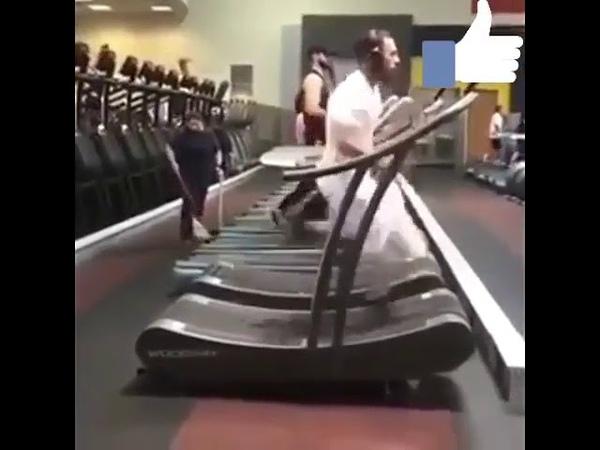 Крутой бег на беговой дорожке
