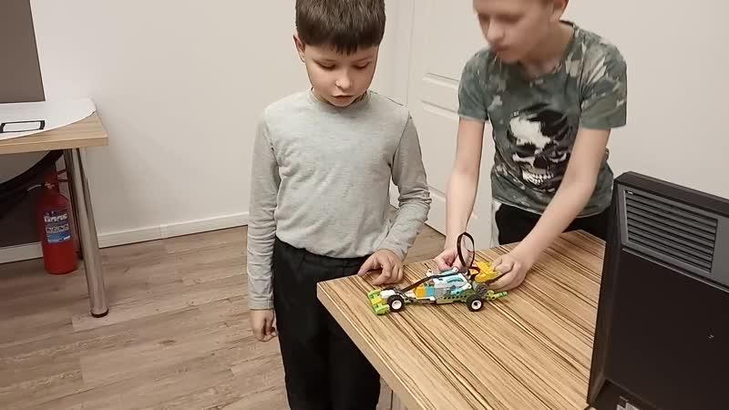Выпускной по робототехнике Lego WeDo, Багдасаров Артур и Макаров Иван